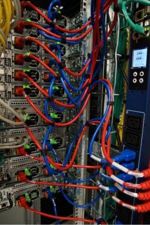 brassage réseau cordons alimentation gestion connectivité