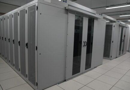 confinement baie cube informatique allée chaude froide